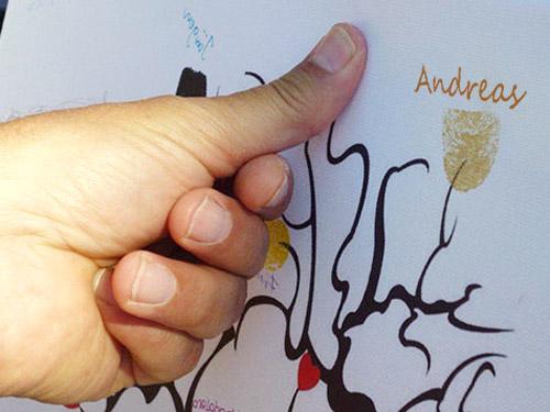 bunter Fingerabdruck beim Hochzeitsspiel
